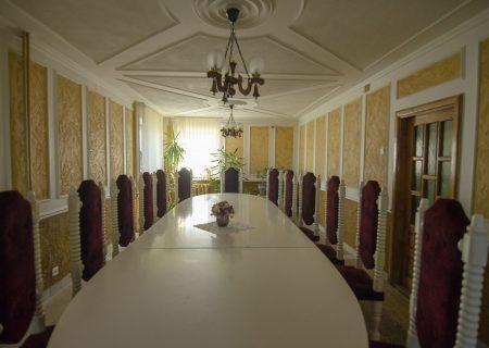 Pakelės namai, baltoji salė 5